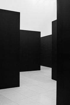 | MODERN + BLACK | PLANES IN BLACK | creating site lines Photo Credit (c) Frank Reimann