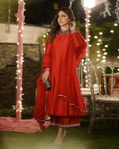 Pakistani Party Wear Dresses, Shadi Dresses, Simple Pakistani Dresses, Nikkah Dress, Designer Party Wear Dresses, Pakistani Dress Design, Pakistani Outfits, Unique Dresses, Stylish Dresses