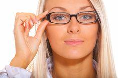 woman looks glasses - Buscar con Google