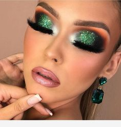 Make a bold statement with green eyeshadow looks! Green eye shadow makeup styles give you a fresh look. Green Eyeshadow Look, Green Makeup, Colorful Eye Makeup, Glitter Eyeshadow, Eyeshadow Looks, Eyeshadow Makeup, Purple Makeup, Eyeshadows, Beauty Makeup