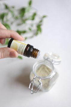 Composé de poudres naturelles, le shampoing sec est un soin 100% naturel. Idéal pour espacer les shampoings:il est rapide et facile à utiliser