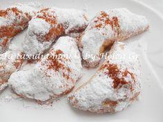 Κλασικά νηστίσιμα γλυκάκια, ετοιμάζονται πανεύκολα και καταναλώνονται ταχύτατα! Η γέμιση τα κάνει νοστιμότατα και ξεχωριστά. Το μόνο που... Greek Sweets, Greek Desserts, Greek Recipes, Greek Cookies, Filled Cookies, Greek Cake, Meals Without Meat, Biscotti Cookies, Macaron Recipe