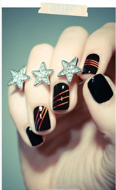 Vegas nails idea @KD Eustaquio Schine, with navy base and silver lines