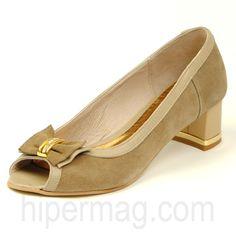 Тъмнобежови дамски обувки с нисък ток