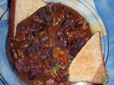 La meilleure recette de Civet de sanglier! L'essayer, c'est l'adopter! 5.0/5 (10 votes), 12 Commentaires. Ingrédients: 420 gr de sauté de sanglier en petits morceaux, 100 gr de lard fumé, 250 gr de champignons de paris, 3 échalotes, une carotte,une gousse d ail, un bouquet garni ( vert de poireau,feuille de céleri,thym,laurier )  une étamine nouée avec a l interieur ( 7 baies de genièvre, 10 grains de poivre,une cac de cumin en grains, 2 clous de girofle ) 40 cl de vin rouge,5 cl de creme de…