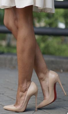 High Heels Classy Source by Sexy High Heels, Frauen In High Heels, Beautiful High Heels, Sexy Legs And Heels, High Heels Stilettos, Womens High Heels, Stiletto Heels, Shoes Heels, Heels Outfits