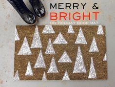 Merry & Bright DIY Holiday Door Mat {a beautiful mess} Christmas Projects, Holiday Crafts, Holiday Fun, Christmas Holidays, Christmas Decorations, Christmas Ideas, Celebrating Christmas, Christmas Porch, Silver Christmas