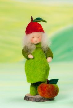 Little apple feltfigure for the fall nature tabel >waldorf inspired<