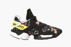 "2015 Spring/Summer ""Floral"" Footwear Collection: Yohji Yamamoto is bringing the staple trend of floral prints from previous seasons into 2015 Walk In My Shoes, Me Too Shoes, Yohji Yamamoto Shoes, Mens Fashion Casual Wear, Sneakers Sketch, Floral Sneakers, Men's Sneakers, Sneakers Fashion, Sports Footwear"