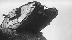 El miedo y el terror que provocaron los tanques de guerra la primera vez que aparecieron en un campo de batalla hace 100 años - BBC Mundo El tanque, que llegaría a tener un papel protagónico en las guerras y a darnos algunas de las imágenes más potentes del siglo XX, irrumpió por primera vez hace 100 años en la batalla del Somme, en Francia,una de las más sangrientas de la Primera Guerra Mundial.