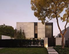 Craving some architecture and interior design inspiration. Look at the Marble House by Nixon Tulloch Fortey to satisfy your craving. Australian Interior Design, Australian Architecture, Minimalist Architecture, Residential Architecture, Interior Architecture, Australian Houses, Concrete Architecture, Architecture Images, Building Architecture