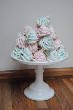 cute merangues for cake table