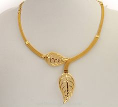 Gold necklace designs - 25 Simple and Modern Indian Gold Jewellery Designs – Gold necklace designs Indian Gold Jewellery Design, Gold Chain Design, Jewelry Design, Jewelry Shop, Jewelry Dish, Fine Jewelry, Indian Gold Necklace Designs, Jewelry Stores, Simple Necklace Designs