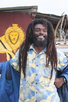 Jamaica Jahmaica - The Conquering Lion Free Form Locs, Jamaican People, Rasta Man, Jah Rastafari, Dreads Styles, Shamanism, Black Pride, Reggae Music, Photoshop Photography