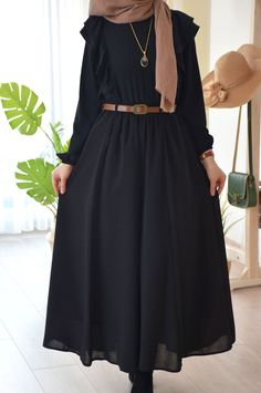 Modern Hijab Fashion, Muslim Women Fashion, Hijab Fashion Inspiration, Islamic Fashion, Abaya Fashion, Fashion Dresses, Mode Abaya, Muslim Dress, Hijab Dress