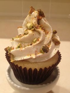 Frosted!: Cannoli Cupcakes - A taste of Italy