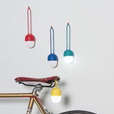 Laterne Clover von Lexon jetzt im design3000.de Shop kaufen! Unglaublich hübsch und flexibel einsetzbar: die Laterne Clover ist mit einer großen...