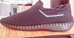 Zapatos tejidos gris Crochet Sandals, Crochet Boots, Crochet Slippers, Mens Casual Dress Shoes, Men Casual, Slipper Sandals, Shoes Sandals, Flip Flop Sandals, Adidas Sneakers