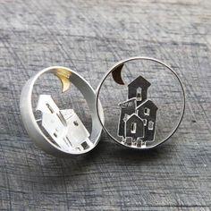 Boucles d'oreilles maisons en argent et laiton par Aline kokinopoulos pour l'Atelier des Bijoux Créateurs.