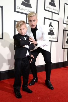 Pin for Later: The 26 Sweetest Family Moments From Award Season Justin Bieber and his adorable brother, Jaxon, put on quite the show at the Grammys. Justin Bieber Family, Justin Bieber Gif, Justin Bieber Wallpaper, Justin Bieber Pictures, Jackson Bieber, Celebrity Gossip, Celebrity News, Grammy Awards 2016, Justin Baby