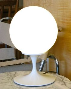 "Laurel Lamp Co. table lamp with tulip base. 8.5"" diamter globe x 12"" height"