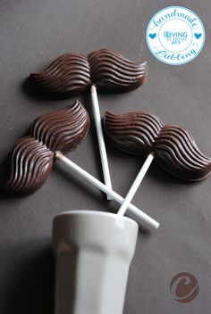 Schokolade als Gastgeschenk zur Hochzeit, Schokoladenschnurrbart, Schnurrbart aus Schokolade / chocolate as presents for your wedding guests, chocolate moustache made by Chocolate-Valley via DaWanda.com