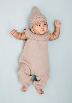 Hentesett med bærestykke strikket på tvers pattern by Trine Lise Høyseth Charlotte Baby, Knitting For Kids, Baby Knitting, Beautiful Babies, Beautiful Dolls, Little People, Little Ones, Baby Barn, Baby Pullover