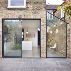 Rise Design Studio adds glass extension to London house Rise Design Studio has added a glazed extension to the rear of a London house, creating a light-filled kitchen and dining room that opens up to the garden House Extension Design, Extension Designs, Glass Extension, Extension Ideas, Side Extension, Kitchen Extension Small House, Kitchen Extension Exterior, Exterior Design, Interior And Exterior