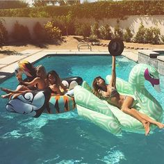 Rocky Barnes with the FUNBOY Artist Edition pool floats Más Epic Pools, Cool Pools, Cute Pool Floats, Yacht Week, Pool Rafts, Pool Toys, Floating In Water, Outdoor Fun, Summer Things