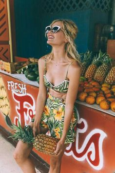 Tropical Fruit Stand - Barefoot Blonde by Amber Fillerup Clark Estilo Tropical, Moda Tropical, Tropical Style, Tropical Girl, Tropical Fruits, Tropical Outfit, Tropical Fashion, Tropical Clothes, Floral Fashion
