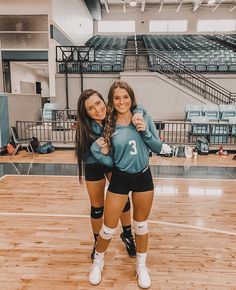 Volleyball Photos, Volleyball Workouts, Volleyball Outfits, Women Volleyball, Volleyball Players, Volleyball Setter, Volleyball Hairstyles, Volleyball Shirts, Softball Pictures