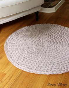 How to Hand Crochet a Large Circular Rug | SimplyMaggie.com More