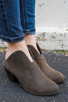 Distressed Faux Leather Stacked Wood Heel Mules Garda-5