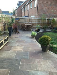 I like the stone Raj Green Indian Sandstone paving Budget Packs Ideal Patio Paving flags in Garden & Patio, Landscaping & Garden Materials, Paving & Decking Garden Slabs, Patio Slabs, Garden Paving, Patio Flooring, Small Backyard Gardens, Backyard Patio, Backyard Landscaping, Diy Patio, Back Garden Design