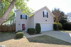 SOLD | 3 Old Hastings Court, Mauldin SC Real Estate | Only $157,900 for this great 4BD/2.5BA on a cul-de-sac.  Huge fenced backyard, new flooring, fresh paint, and more!