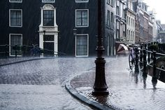 Amsterdam Rain by pete (via Creattica)