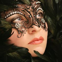 This mask is seriously beautiful! I have seen it a few times before but it is stunning non the less!