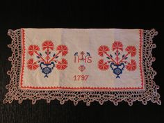 National colours (white, blue, red) were used for the first time on a towel in the house of Prešeren's birth. (Vrba, Slovenia) (Photo: The Žirovnica Institute for Tourism and Culture)