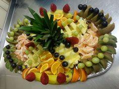 obložené mísy ovocné - Hledat Googlem Fruit Arrangements, Platter, Fruit Salad, Food And Drink, Appetizers, Creative, Fruit Art, Salads, Fruit Salads