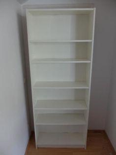Hallo,ich verkaufe zwei gut erhaltene Billy Regale (202x80x28cm) in weiß.Dazu gehören je 6 Einlegeböden (mit den Maßen 76x26 cm) und je ein Aufsatz (80x35x28 cm). Beide Regale zusammen für 25 € oder einzeln für je 15€.Die Regale sind ca. 4 Jahre alt.