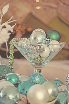 Pretty Vintage-looking photo for the holidays..love the colors.