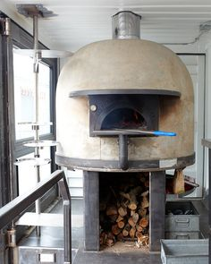 Shipping Container Gets Converted Into A Wood-Fired Pizza Oven Food Truck Wood Burning Oven, Wood Fired Oven, Wood Fired Pizza, Food Trucks, Pizza Food Truck, Monster Pizza, Foodtrucks Ideas, Pizzeria Design, Meals On Wheels