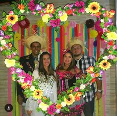 Fiesta Theme Party, Party Themes, Picture Frames For Parties, Diy And Crafts, Paper Crafts, 70s Party, Hawaiian Theme, Mardi Gras Party, Photo Booth Backdrop