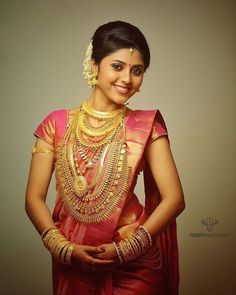 Beautyy Picturess: Wedding Saree and South Indian Bride Kerala Bride, South Indian Bride, Beautiful Saree, Beautiful Models, Saree Jewellery, Gold Jewellery, Bridal Jewellery, India Jewelry, Temple Jewellery