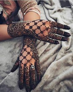 Mehndi design makes hand beautiful and fabulous. Here, you will see awesome and Simple Mehndi Designs For Hands. Henna Hand Designs, Mehandi Designs, Indian Henna Designs, Full Hand Mehndi Designs, Mehndi Designs For Girls, Mehndi Design Photos, Wedding Mehndi Designs, Beautiful Henna Designs, Latest Mehndi Designs