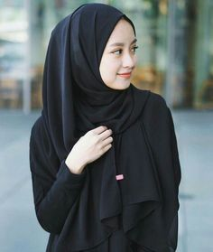 Niqab Fashion, Modern Hijab Fashion, Hijab Fashion Inspiration, Muslim Fashion, Fashion Outfits, Casual Hijab Outfit, Hijab Chic, Black Hijab, Hijab Style Tutorial