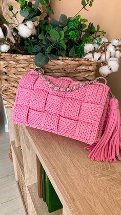 Crochet Bag Tutorials, Crochet Purse Patterns, Crochet Videos, Crochet Crafts, Crochet Stitches, Crochet Hooks, Crochet Baby, Crochet Projects, Diy Crochet Bag