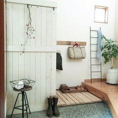 女性で、2LDKの目隠し/和/DIY/玄関/入り口についてのインテリア実例を紹介。「今日は家庭訪問の日。 一応玄関だけササッと掃いてみたが、他は掃除する気は全くなし! 先生、玄関先までですよねぇ。」(この写真は 2015-04-24 07:44:22 に共有されました)