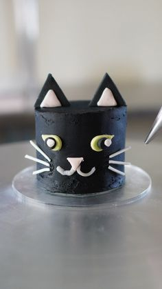 Cake Decorating For Beginners, Cake Decorating Videos, Mini Cakes, Cupcake Cakes, Cat Cakes, Birthday Cake For Cat, Friends Cake, Ballerina Cakes, Make Up Cake