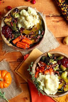 This recipe for a Roasted Vegan Thanksgiving Bowl is perfect for getting you into the holiday spirit, thanks to its blend of savory comfort food ingredients like sweet roasted squash and carrots, roasted garlic broccoli, roasted brussels sprouts, mashed c Veggie Recipes, Whole Food Recipes, Cooking Recipes, Healthy Recipes, Fall Vegetarian Recipes, Vegan Vegetarian, Paleo, Vegitarian Thanksgiving Recipes, Autumn Recipes Vegan